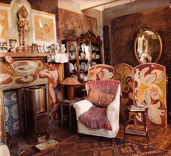 Interiors Bloomsbury Returns Pattern People